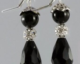 Wedding earrings crystal pearl drop dangle earrings, Bridal party gift, Black Victorian style wedding earrings, Fall Goth Halloween wedding