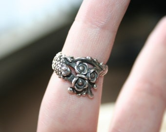 SALE...Vintage Sterling Silver Frog flowers  Ring Twig Diorama  Stunning in size 6 1/4