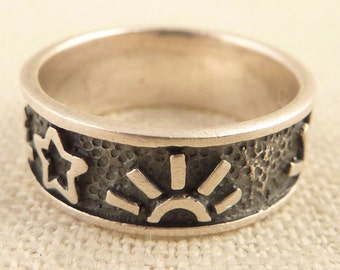 Vintage Size 7.5 Sterling Ring with Carved Sun and Stars Band