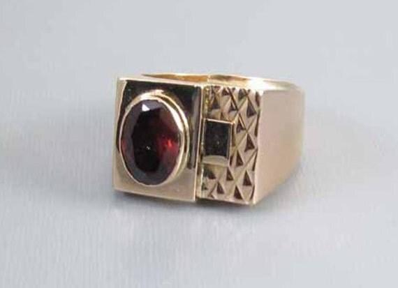 Mans vintage estate 18k gold rhodolite garnet ring, size 9-3/4