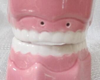 A Pair of False Teeth ~ Salt and Pepper Shaker - Item 916