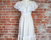 70s White Spring Floral Dress . Bohemian Hippie Wedding . XS