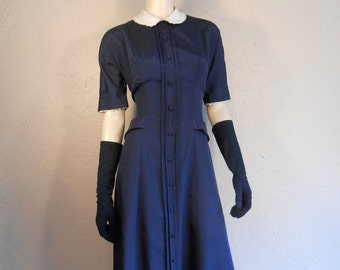 It's All In the Way She Flicks Her Hips - Vintage 1950s New Look Navy Rayon Day Dress /Ivory Lace Collar