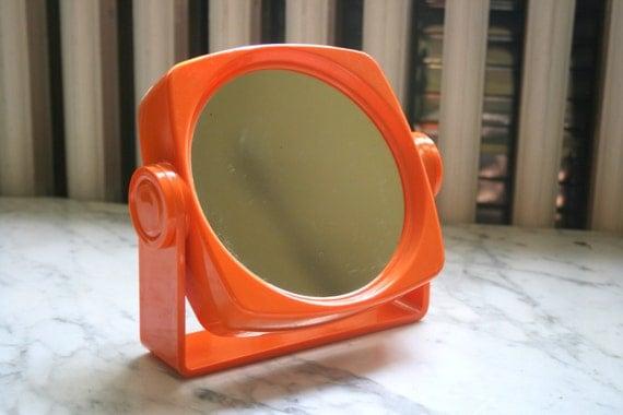 Ann es 70 orange en plastique mod miroir inclinable for Miroir annee 70