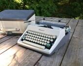 Olympia Deluxe Typewriter- White Aquamarine Grey