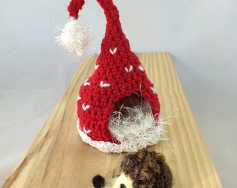 Crocheted play house with needle felted baby hedgehog toy, child toy, nursery decor, crocheted play house, woodland toy