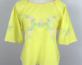 Reserved////Little yellow vintage Mexican embroidered crop top/ Small vintage hippie top