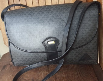 PYRAMID   ///    80s Crossbody Bag