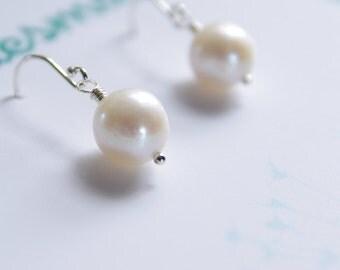 Pearl Earrings Bride Jewelry Cultured Freshwater Pearl Bridesmaid Gift Natural Pearl June Birthday Sterling Silver Simple Bride Earrings