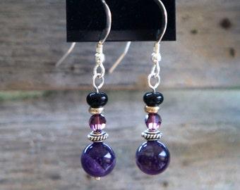 Boucles d'oreilles violets et noirs