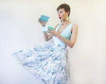 Blue green white rose print tea length pleated skirt L