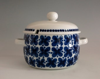 Vintage Rörstrand Sweden Mon Amie Casserole with Lid - 1 1/2 Qt Round Covered Casserole - Marianne Westman Design - Blue & White Swedish