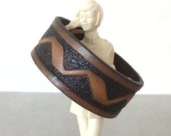 Chevron Bracelet - Leather Cuff - Size Large