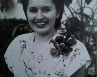 "PHOTO of MIDCENTURY WOMAN - 1940s or 1950s - Black and White - 5"" x 6.5"""