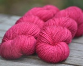Simply Merino Fingering Weight - Lipstick - Suzy Parker Yarns - Superwash Merino 100g 400 meters/437 yards