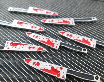 6 pieces - Bloody Knifes Charms Pendants Horror Charm - CT - 0449