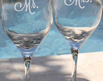 Set of 2 Mr and Mrs Glasses, Mr and Mrs Gift, Mr and Mrs Gift Idea, Mr and Mrs Wedding Gifts, Mr and Mrs Wedding Glasses, Toasting Glasses
