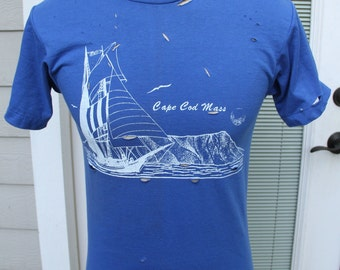 vintage Cape Cod Mass blue distressed destroyed t-shirt tee size Medium