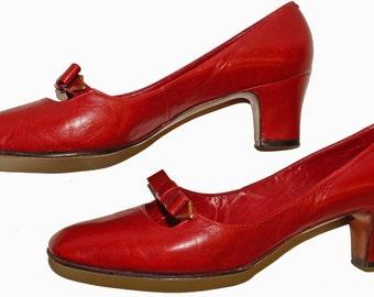 1960s Womens Red Leather Pump Shoes Sz 8W Vintage Retro