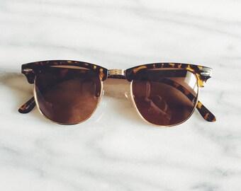 Classic vintage deadstock tortoise clubmaster wayfarer sunglasses / 90s does 50s tortoise shell hornrim sunglasses