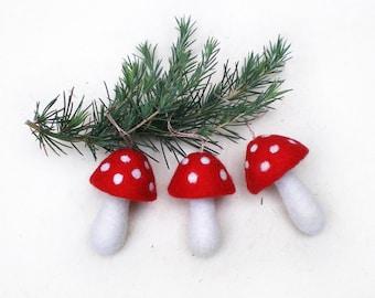 Champignons en laine feutrée décoration à suspendre pour l'arbre de Noël, trois champignons rouge et blanc à accrocher