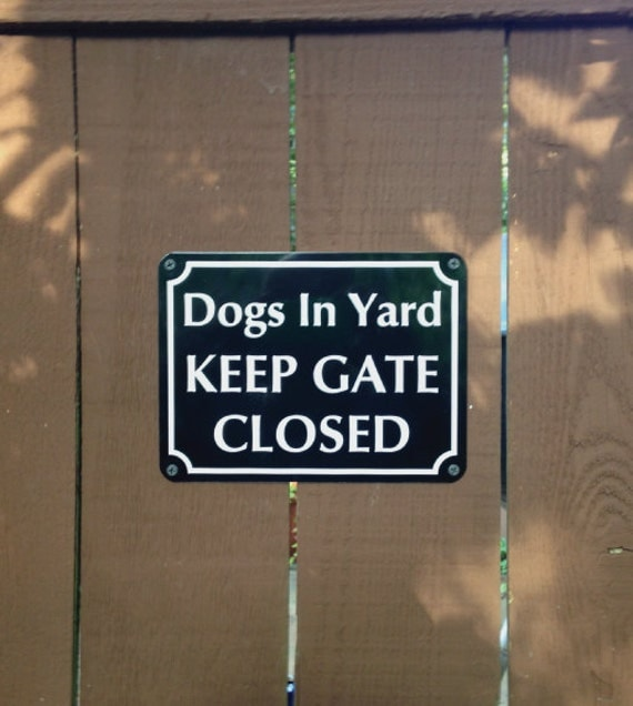 dogs in yard keep gate closed keep your dogs safe when people. Black Bedroom Furniture Sets. Home Design Ideas