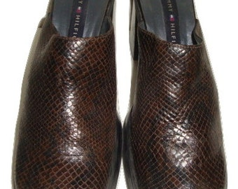 vintage TOMMY HILFIGER reptile texture brown leather mules clogs heels indie boho women size 7 1/2 38