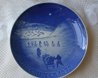 Vintage 1972 Bing & Grondahl Christmas Plate Christmas in Greenland Arctic Dog Sleds Cobalt Blue and White Denmark Winter Wall Decor ~ 4072g
