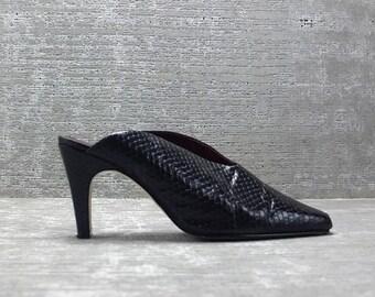 Vtg 90s Black Pleather Snakeskin Texture Structural Minimalist Platform Clogs Mules 9 1/2