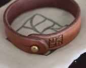 Custom Leather Bracelet with Brass Stud for trinneer