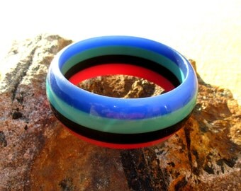 Striped chunky 70s plastic bangle