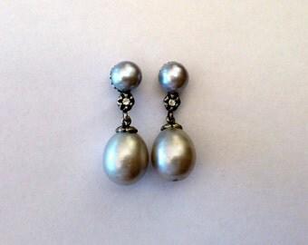 Pearl earrings,silver pearl earrings,grey pearl earrings made of 925 sterling silver,silver dangle pearl earrings, drop   pearl earrings