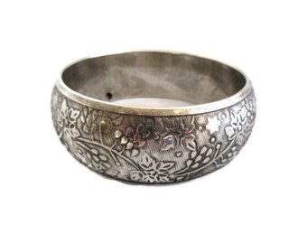 Silver Tone Etched Bangle Bracelet, Vintage Retro,  Embossed Floral Design , Boho Bracelet