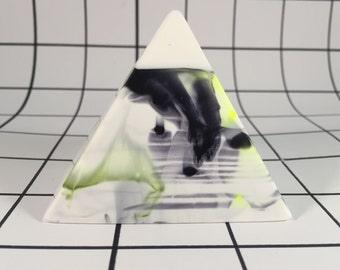 Resin decor pyramid