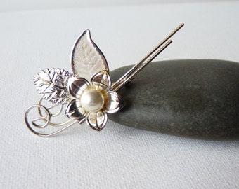 SALE, Silver Tone Pearl Flower Pin Brooch Vintage  Retro Silver Flower Pin Flower Brooch, White Pearl Brooch, Silver Leaves, 80's Jewelry