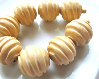 Carved wood beads, 8 beads, 20mm - #190