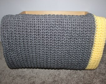 Crochted baby blanket- Gray and yellow