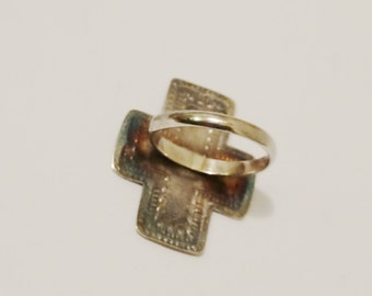 Vintage Sterling Marked size 6 Cross Ring.