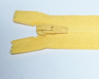 """Top Quality 8"""" ( 20 cm)  Closed End Nylon Zips - Yellow"""