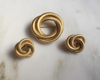 Sarah Coventry Circles gold tone brooch and earrings demi parure