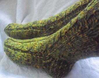 Green hand knit socks,very thick sheep wool socks, bed socks, UKsize 5-7, EU 38-40. Kozizake desigh.
