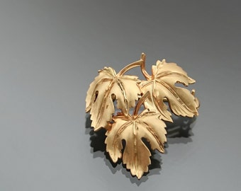 Art Deco Floral Brooch. Gold 8k. ANDREAS DAUB.  Pforzheim. Designers Jewelry