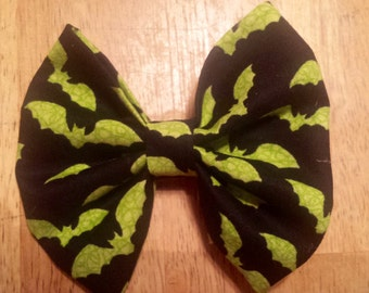 Black with neon green bats (halloween)bow