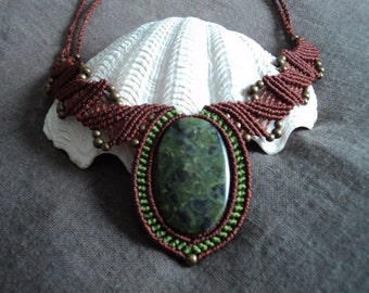 Nephrite wings stone macrame necklace