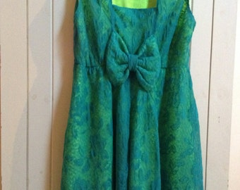 vintage looking green lace dress. gorgeous