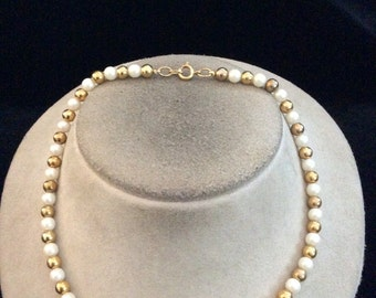 Vintage Goldtone & Faux Pearl Beaded Necklace