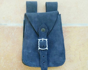 Medieval leather belt bag. Suitable for reenactment, fantasy, LARP and Cosplay.
