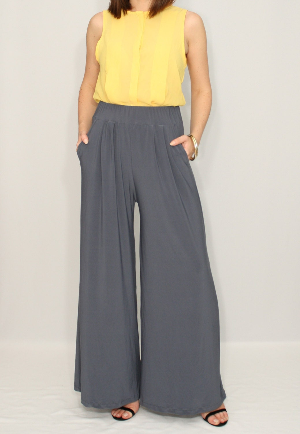 With a varied array of culottes, joggers and leggings, our women's trousers edit has it all. This carefully curated collection has everything from directional contemporary tailoring and wide leg trousers to festival-ready nostalgic vintage-inspired styles.
