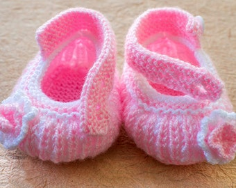 Baby girl booties, pink knit baby booties, pink baby girl crib shoes