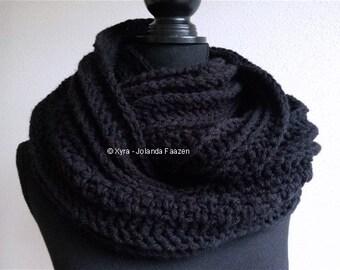Xyra PATR0999-crochet pattern-cool colsjaal-women/men (Dutch & English US)
